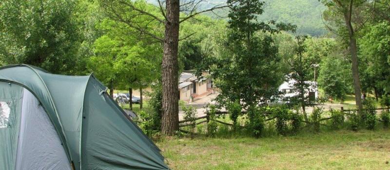 Estensione campeggio 120.000 m2Terreno a terrazzeBuona parte ombreggiata con alberi di alto e medio fustoAnimali domestici accettatiN° 120 prese corrente (6 Ampere)Parco giochi per bambiniPiscina...