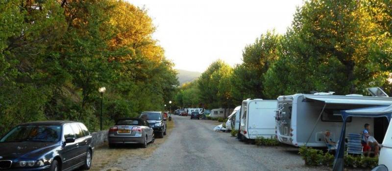 Estensione campeggio 120.000 m2Terreno a terrazzeBuona parte ombreggiata con alberi di alto e medio fustoParcheggio auto in piazzolaAnimali domestici accettatiN° 120 prese corrente (6 Ampere)Camper...