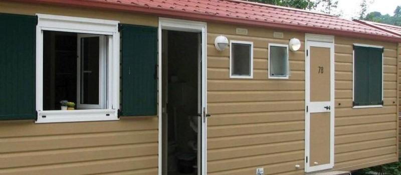 Casa mobile con camera con due letti singoli (o matrimoniale su richiesta), bagno con doccia,...